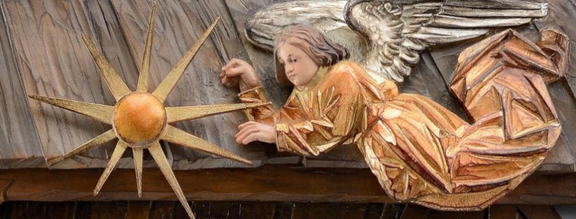 Foto: Detalhe berço em baixo relevo, escultura de madeira, Thomas Comploi. Italia. http://comploithomas.com/